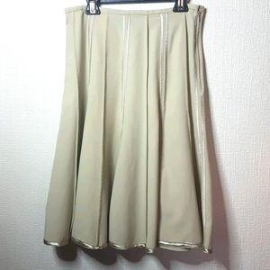 Dalia size 6 cream coloured side zipper skirt